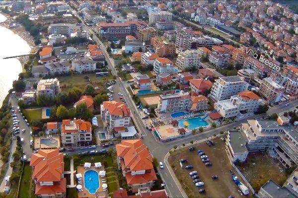 villa-breeze-location-bird-view4EB90A75-95A4-32E1-F8F7-0B216E227D48.jpg